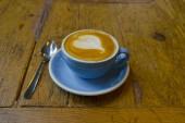 Fotografie Dřevěný stůl s kávou