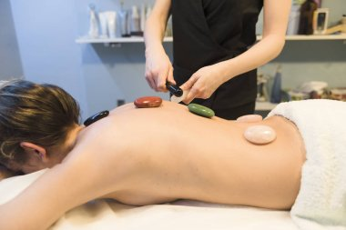 Massages with hot stones in a beauty center