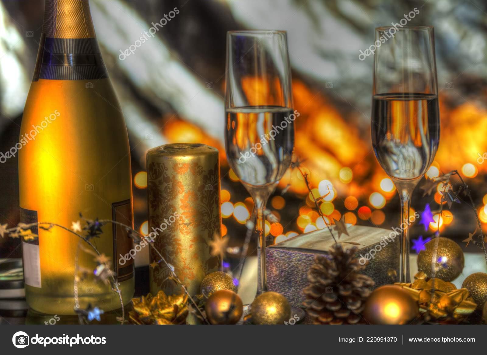 Christbaumkugeln Champagner Glas.Weihnachts Dekoration Mit Champagner Gläser Christbaumkugeln Kerzen