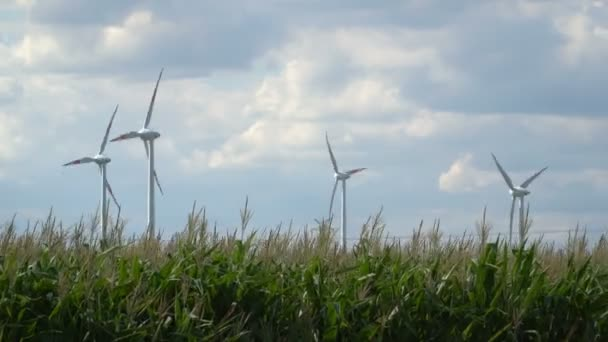 Ökostrom. Windturbinen Strom erzeugen.