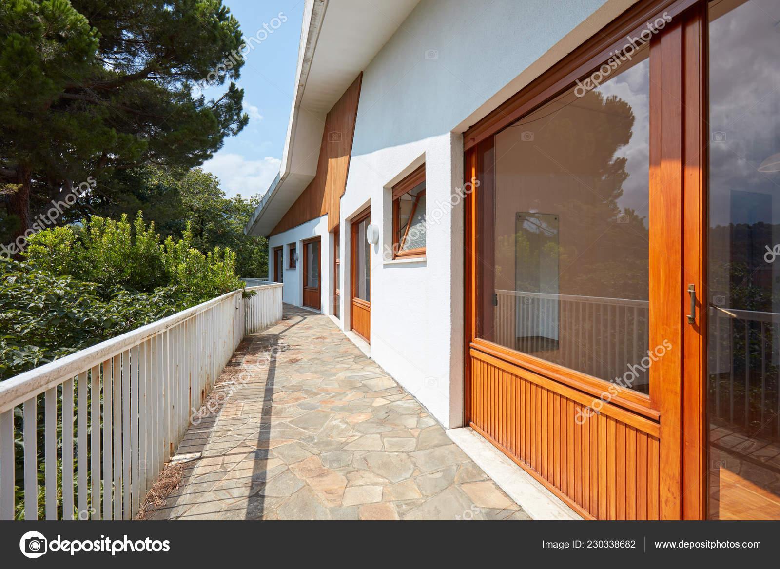 Terraza Ventanal Casa Campo Foto De Stock Andreaa