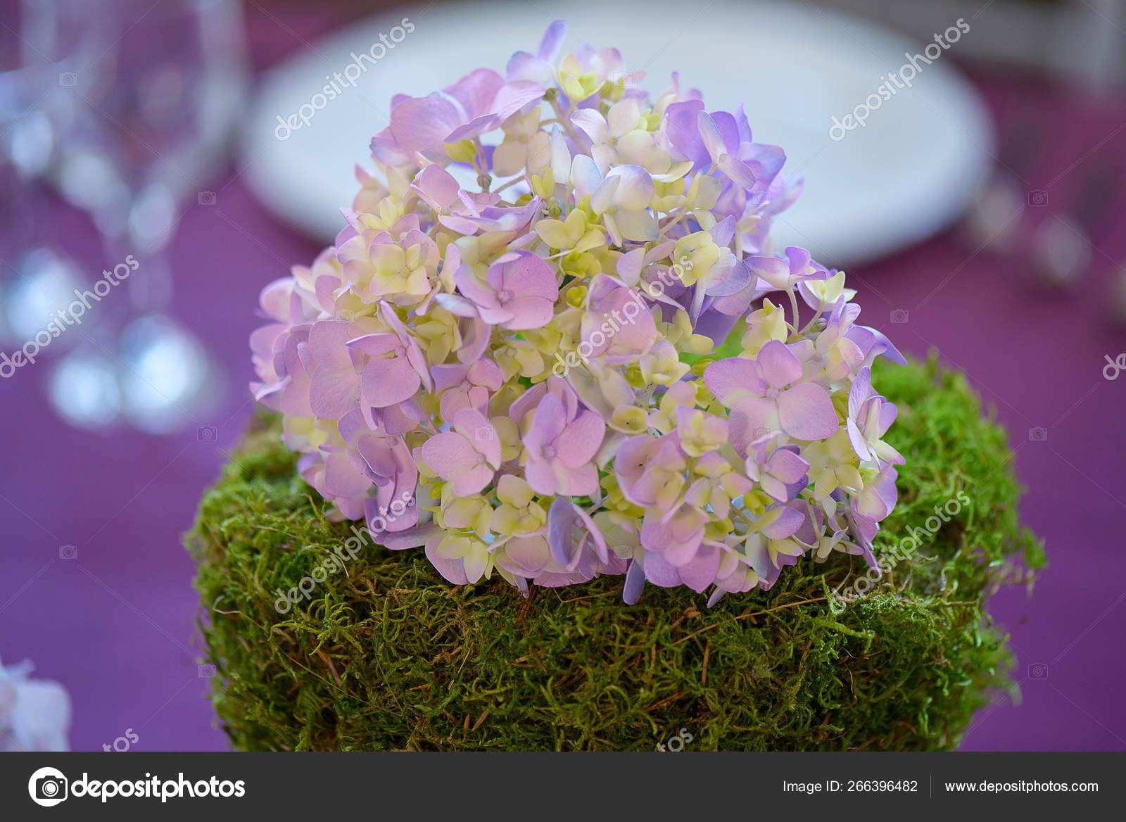 Floral Arrangement Formal Dining Table Centerpiece Featuring Cluster Purple  Hydrangeas — Stock Photo © AnaIacobPhotography #266396482