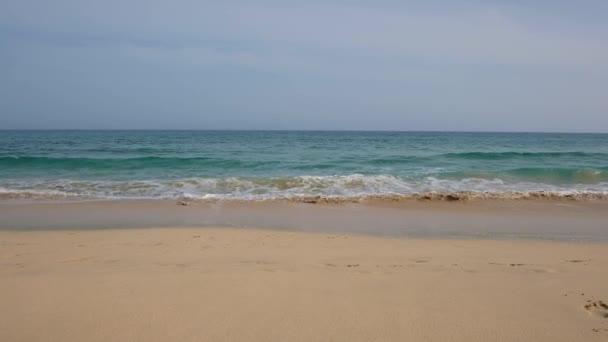 Playa de Jandia, klidné a rozsáhlé písečné pláže, jeden z nejlepších bílých písečných pláží na Kanárských ostrovech, který se nachází v blízkosti Morro Jable, populární jižní resort na ostrově Fuerteventura, Španělsko