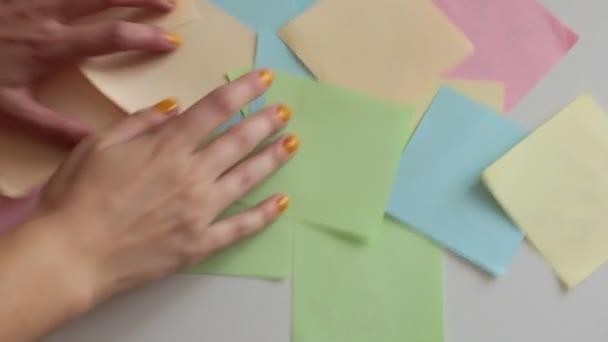 Štěstěna-vyprávění s pomocí mnohobarevné kousky papíru zajímavé předpovědi