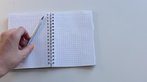 fényes divatos videó háttér sok nyílt tér írás matricák és egy jegyzettömb számok és szavak jegyzetek