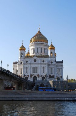 The main Cathedral in the center of the capital is the Cathedral of Christ the Savior and the Patriarchal bridge across the Moscow river. Moscow. Russia.
