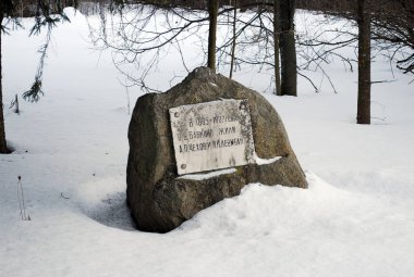 Stone with a sign in memory of I. I. Levitan and A. P. Chekhov