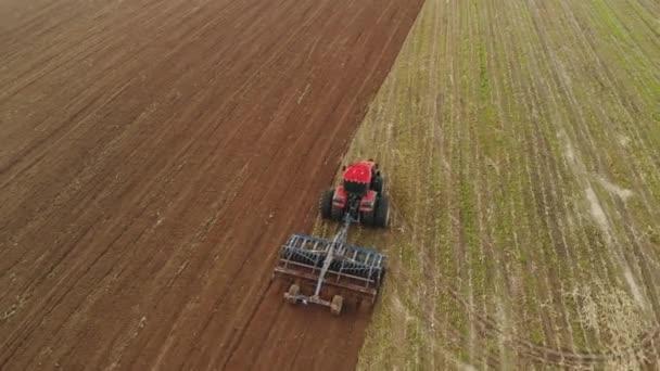 Traktoros talajművelő tárcsa-kultivátor