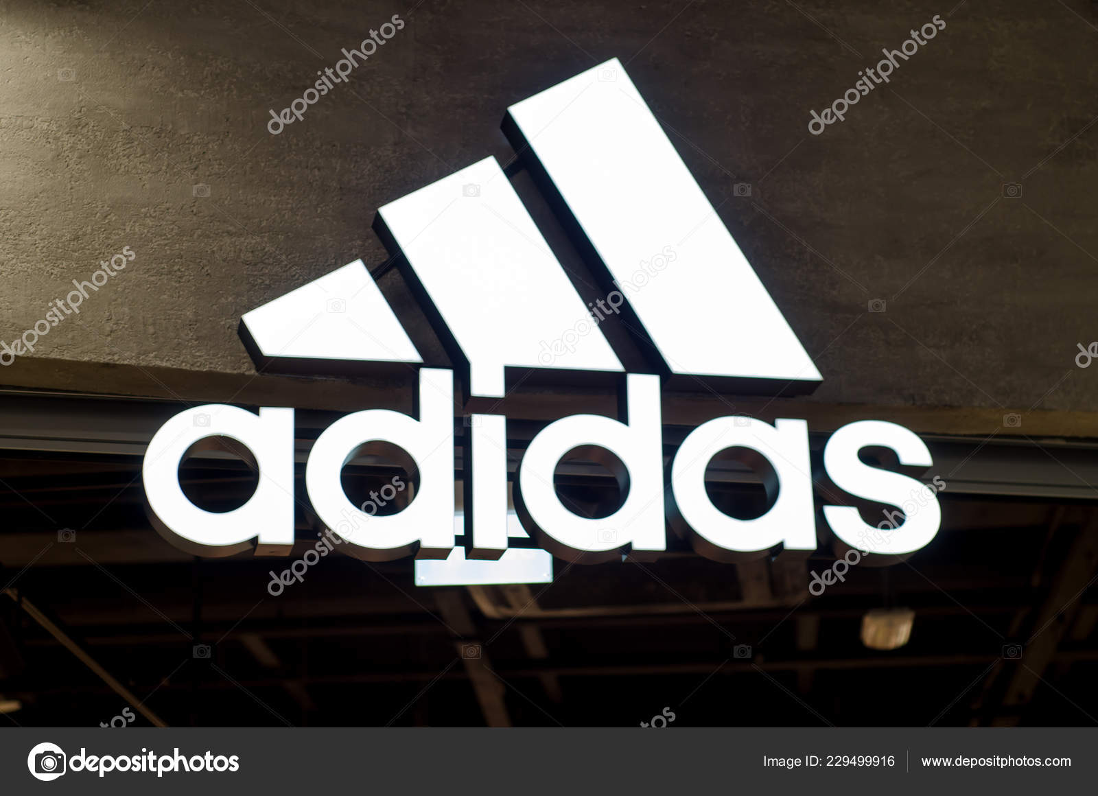 Adidas Una Logo Kiev Segno Multinazionale 2018 Ucraina Maggio qYqwpBI