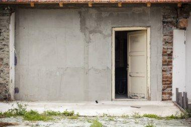 """Картина, постер, плакат, фотообои """"Заброшенный дом с открытой старой дверью"""", артикул 266675944"""