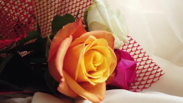 Svatební kytice růží, zblízka oranžové růže