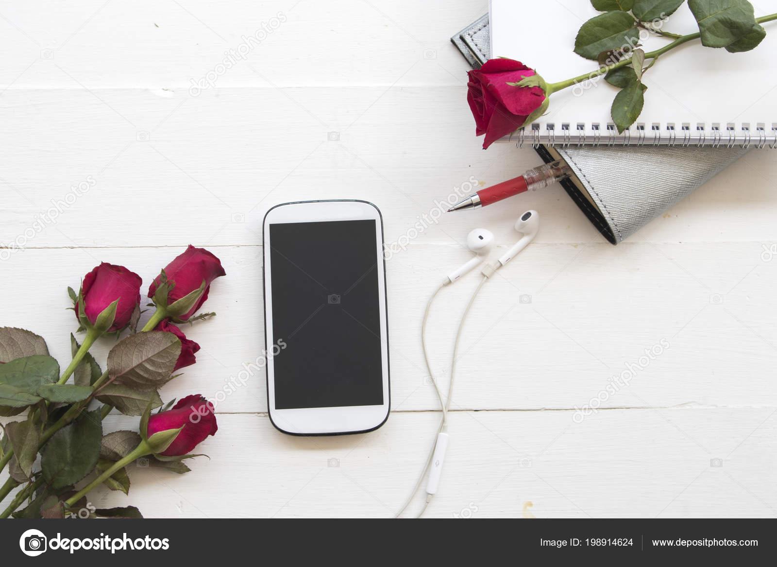 Telefono Cellulare Notebook Planner Con Fiore Rosa Legno Sfondo