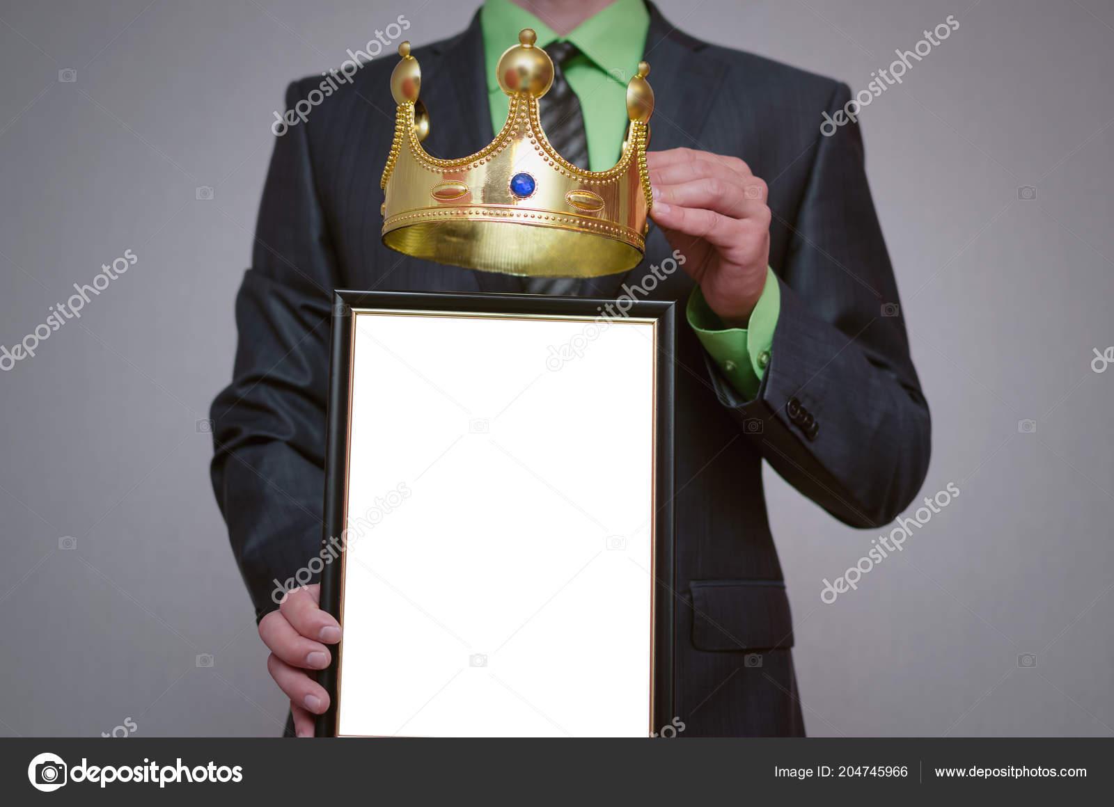 Vainqueur Vide Diplome Certificat Maquette Dans Main Homme Affaires