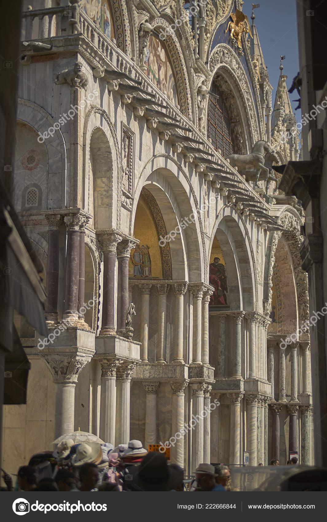 Entrada Basilica Puerta San Marcos Venecia Llena Turistas Visitar
