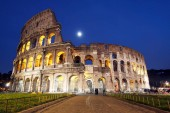 Photo Night view of amazing Colosseum in Rome, Italy