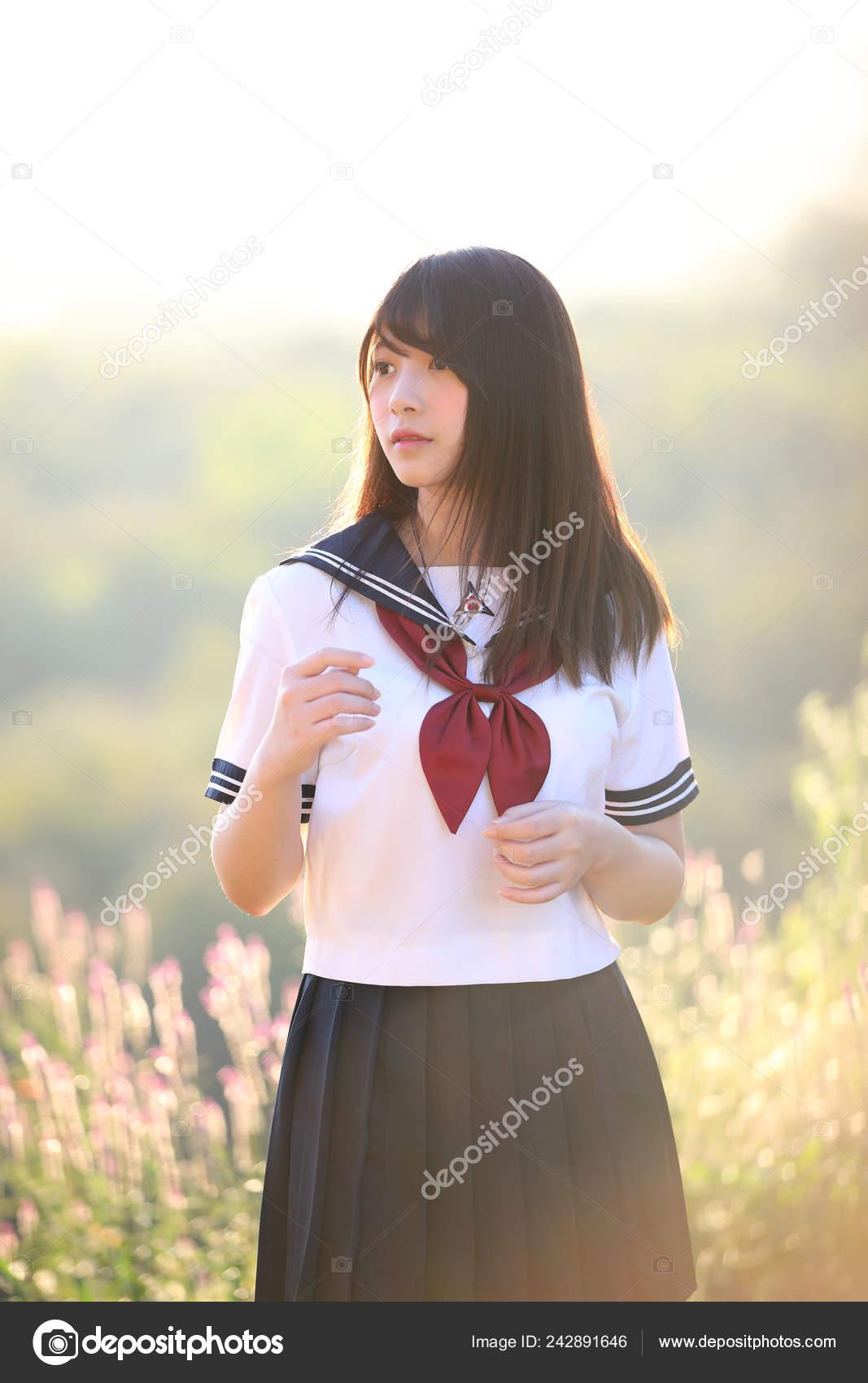 Japanisches schulmädchen kostüm