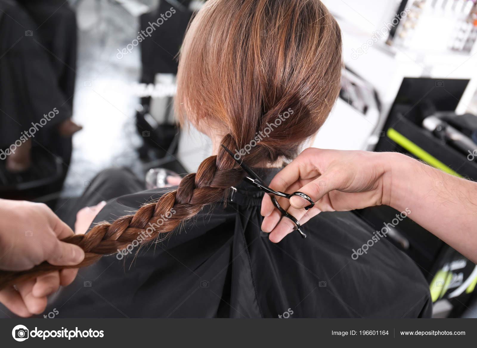 Во сне отстричь косу у подруги значит, что та девушка расстанется со своим партнером и скорее всего, причиной этому будете вы.