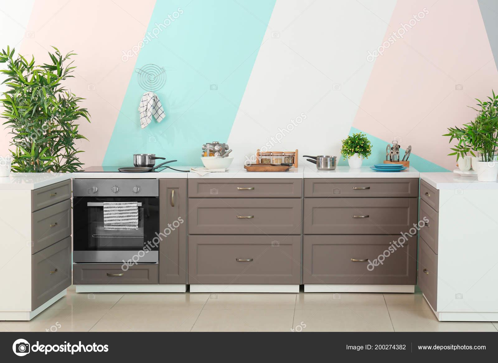 Mobili Cucina Moderna Sul Fondo Della Parete Colore — Foto ...