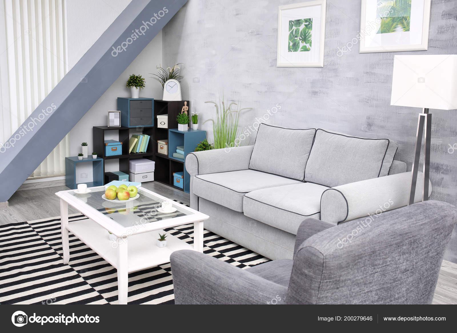 Salotto Moderno Grande : Salotto moderno design con grande tappeto zebrato u2014 foto stock