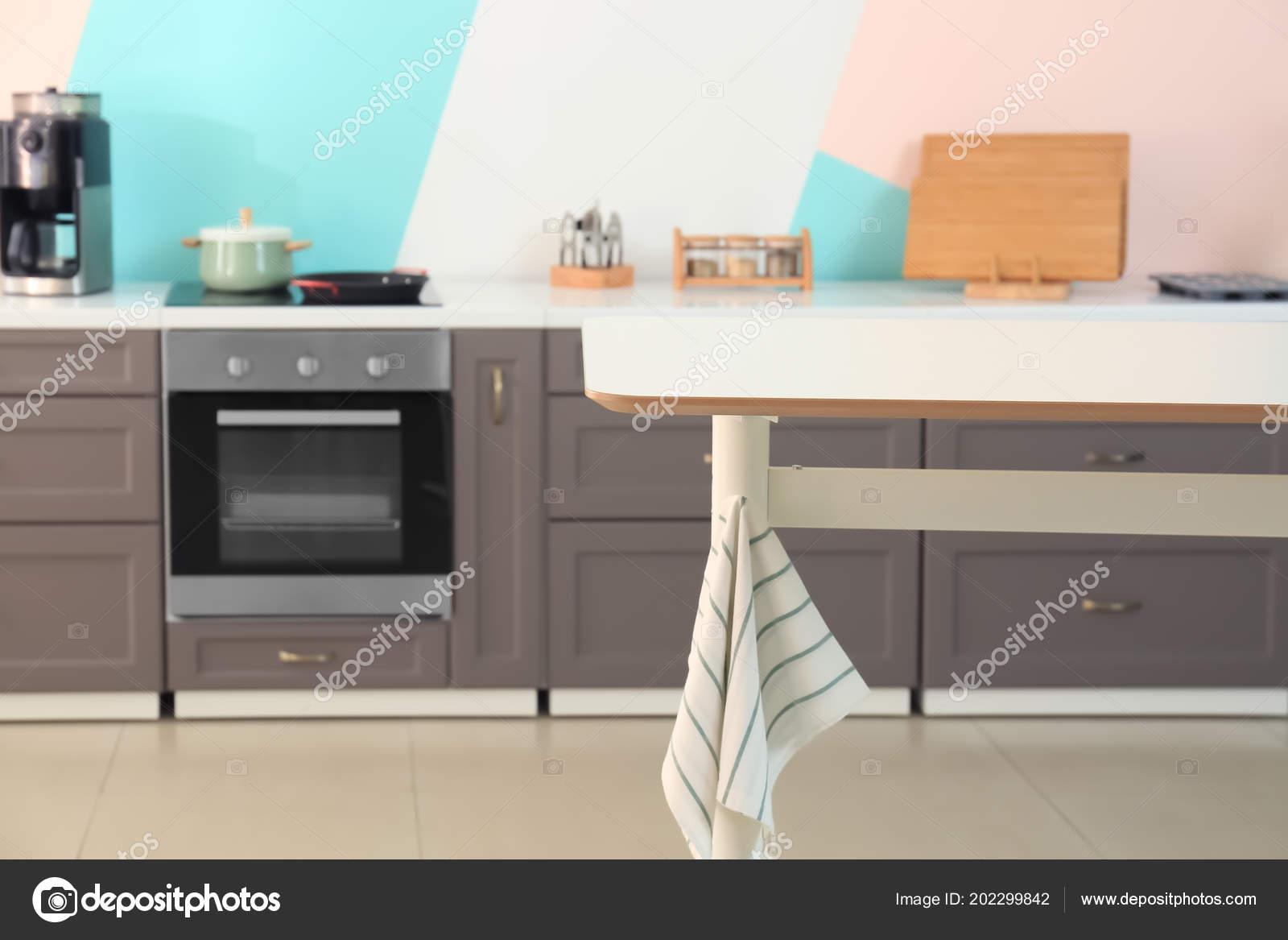 Mesa de cocina moderna — Foto de stock © belchonock #202299842