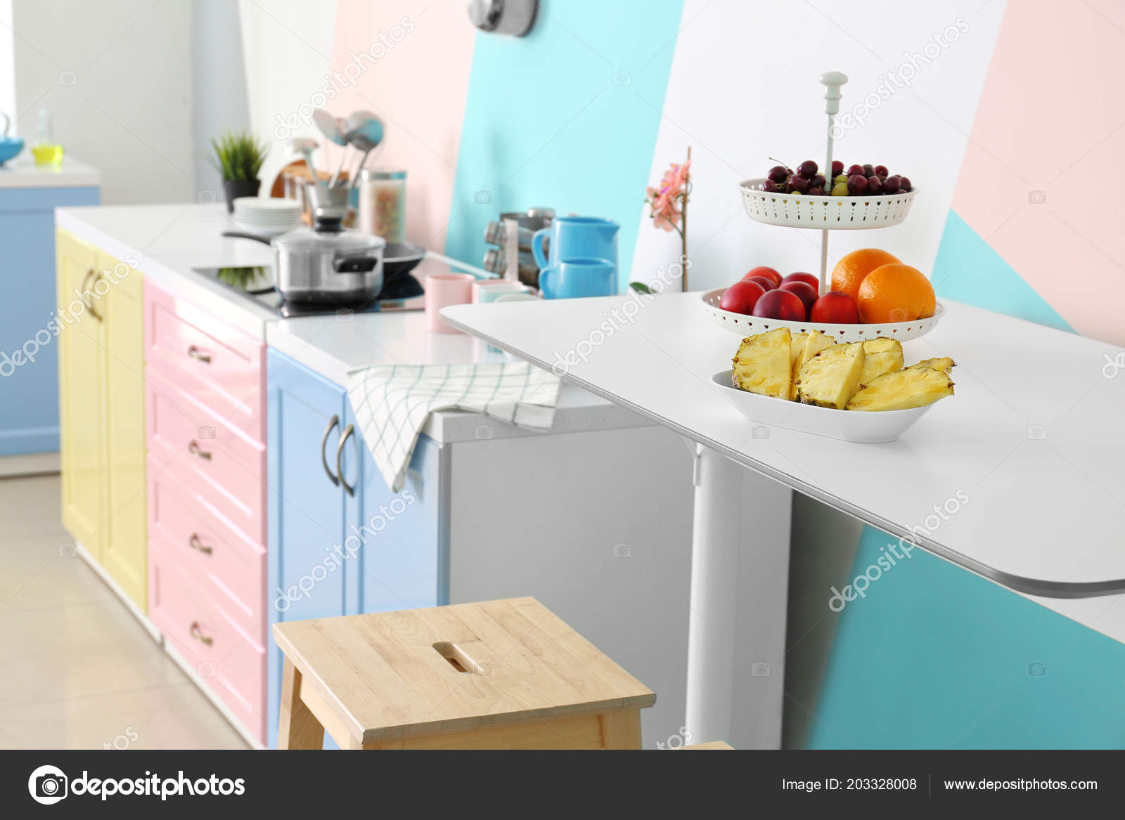 Frutas Mesa Cocina Moderna — Foto de stock © belchonock #203328008