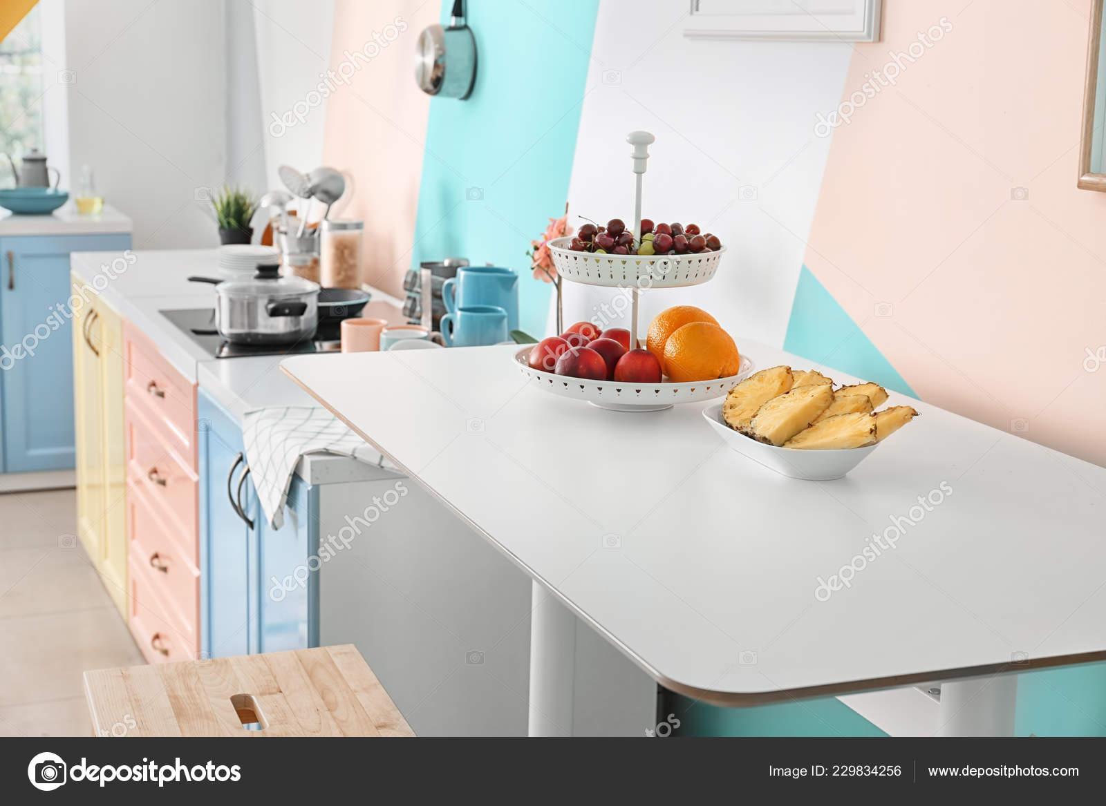 Frutas Mesa Cocina Moderna — Foto de stock © belchonock #229834256