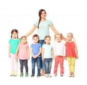 Roztomilé malé děti v mateřské školce na bílém pozadí