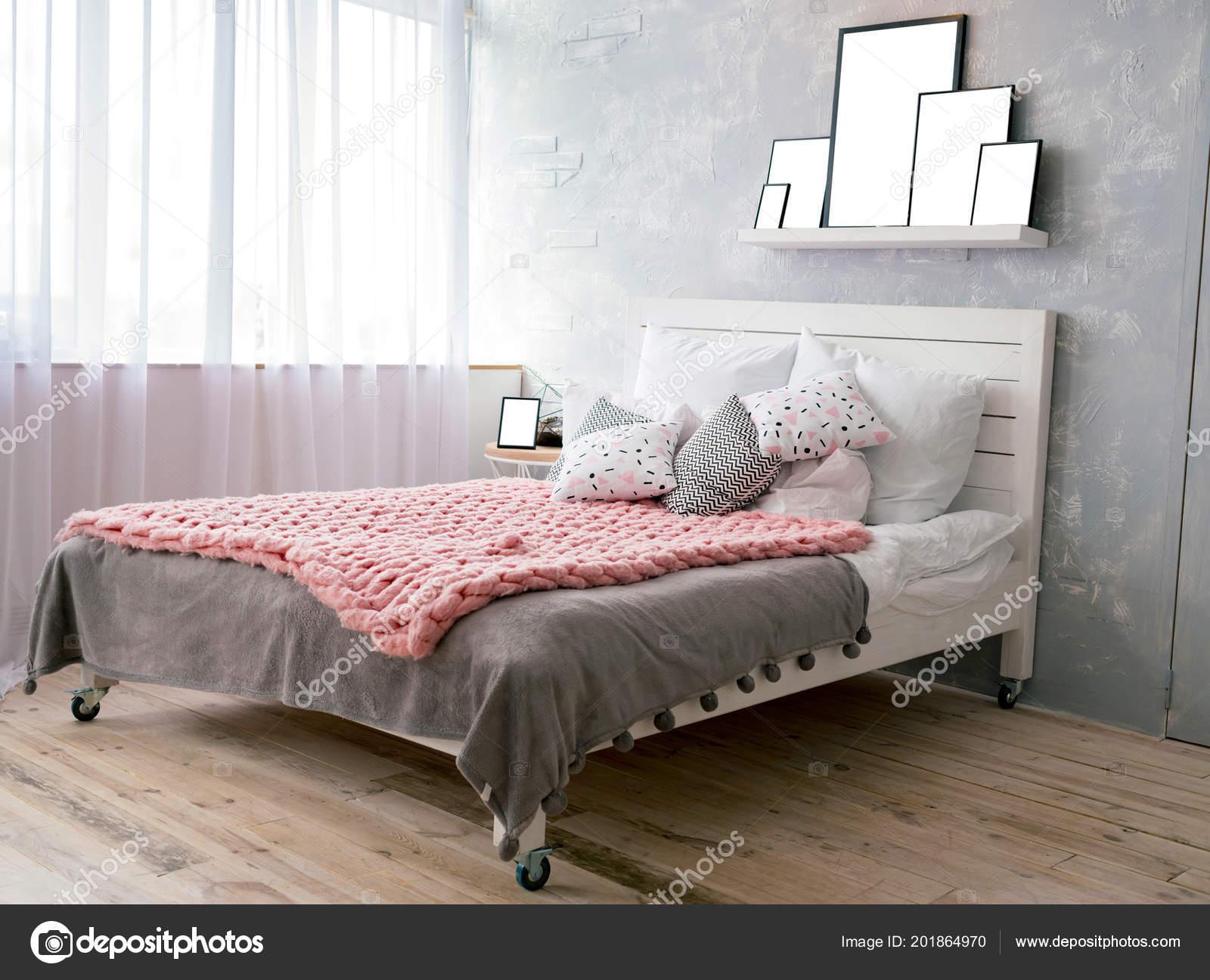 Big Comfortable Bed Elegant Bedroom Set Pillows Pink Merino Wool