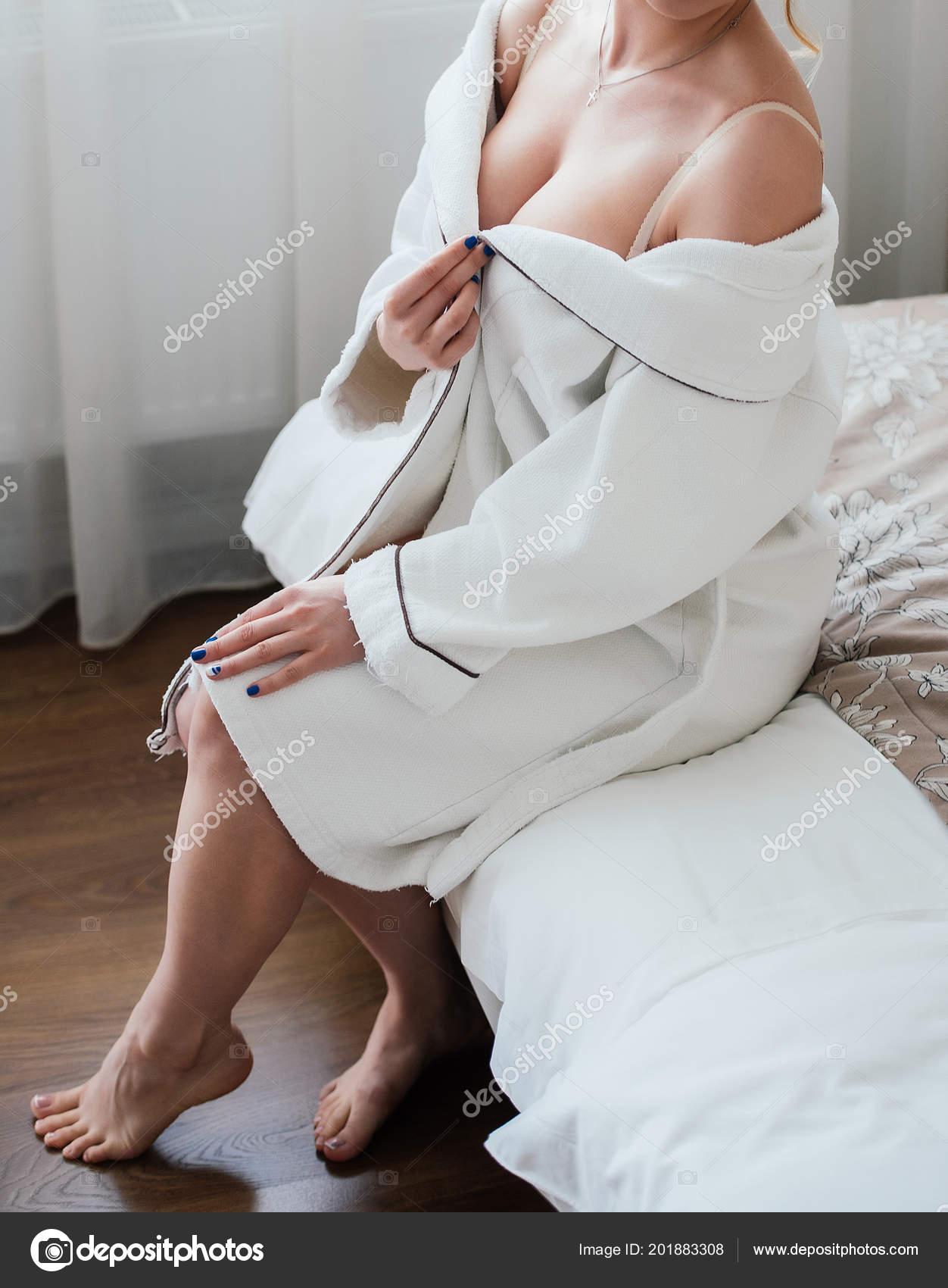 Девушки в халатах сексуальные