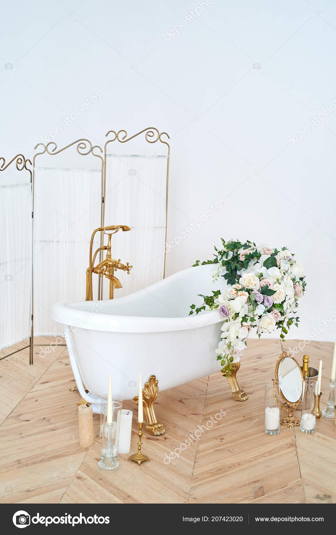Beautiful Luxury Vintage Empty Bathtub Lush Floral