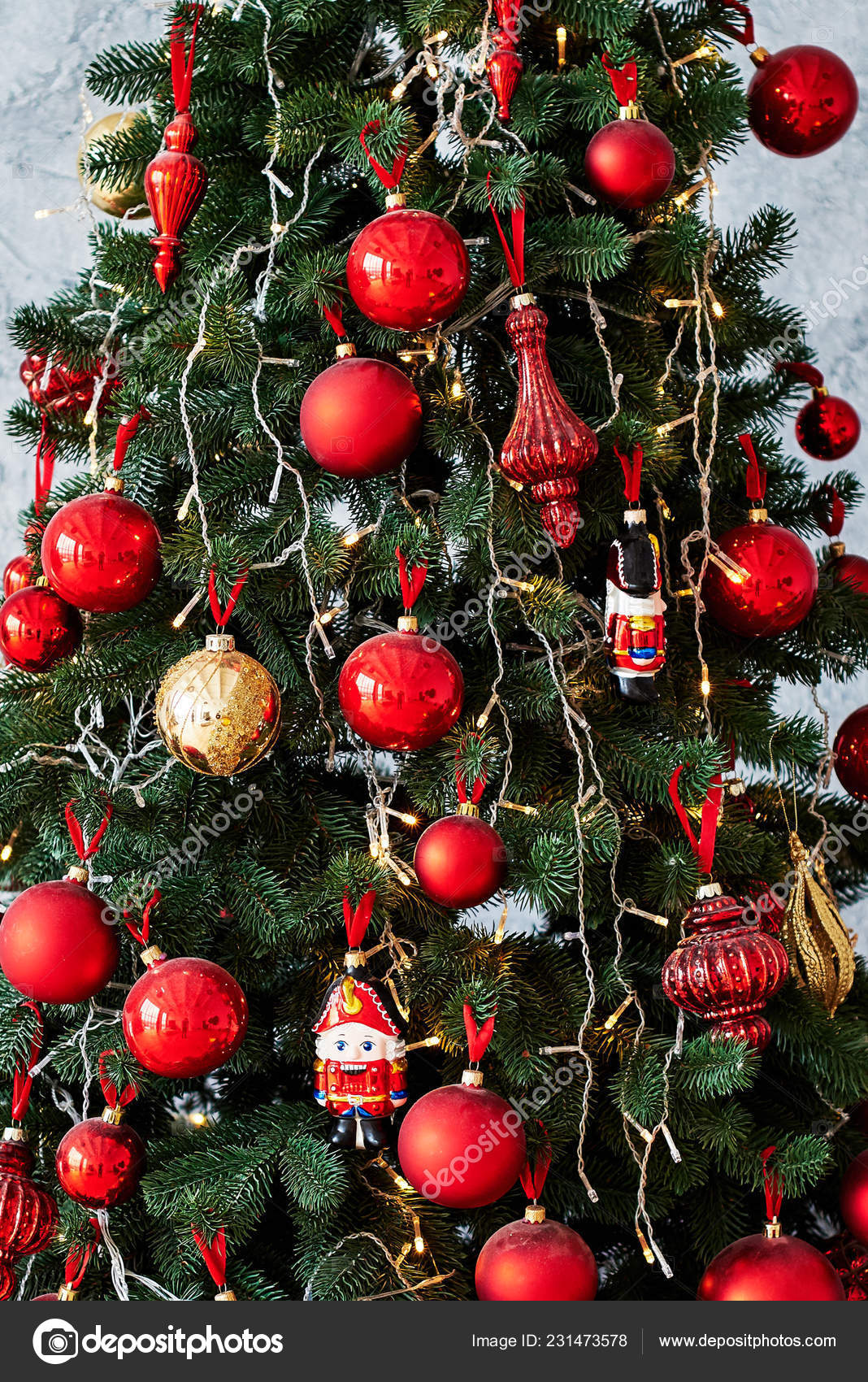 Christmas Tree Decorated Red Gold Baulbes Garland Light Copy Space Stock Photo Image By C D Duda 231473578