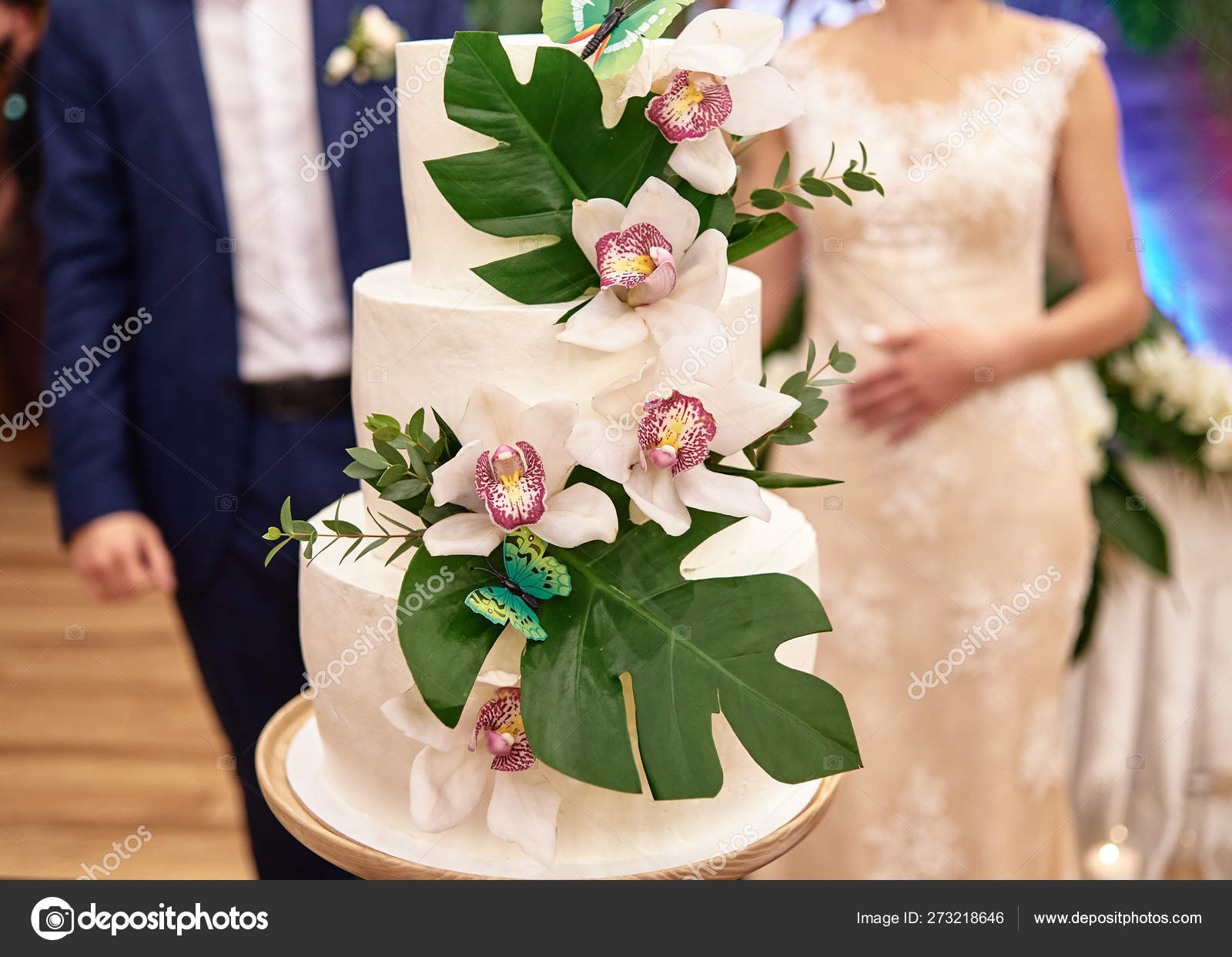 Elegant White Wedding Cake Decorated With Green Monstera Leaves Stock Photo C D Duda 273218646 Green little refreshing tropical palm leaf circular border. elegant white wedding cake decorated with green monstera leaves stock photo c d duda 273218646