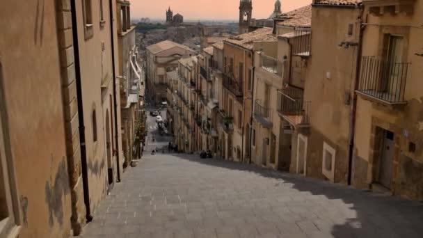 Famosa scalinata di ceramica a Caltagirone, in Sicilia. Architettura di Italia