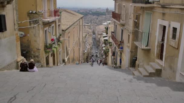 Famosa scalinata di ceramica a Caltagirone, in Sicilia. Architettura di Italia.