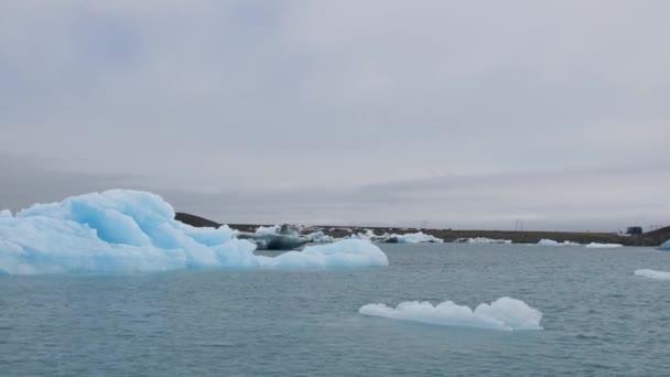 Eisberge auf dem Jokulsarlon See, Island