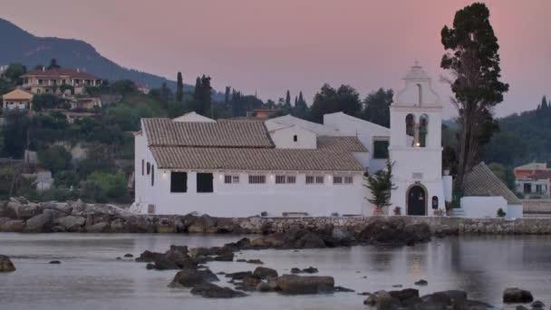 Památky ostrova Korfu: Klášter Vlacherna, Řecko.