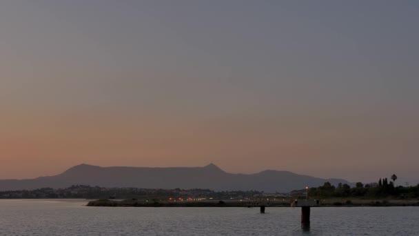 Přistání na ostrově Korfu, Řecko.
