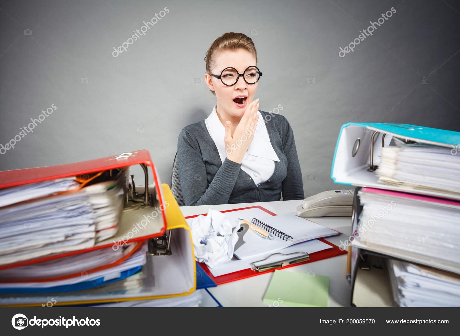 Formalités administratives emploi concept ennuyeux lent paresseux