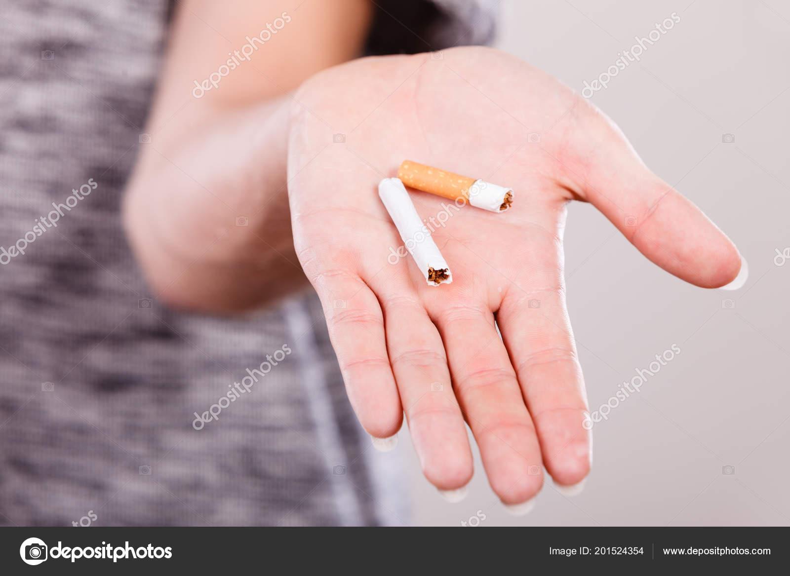přítelkyně dává kouření