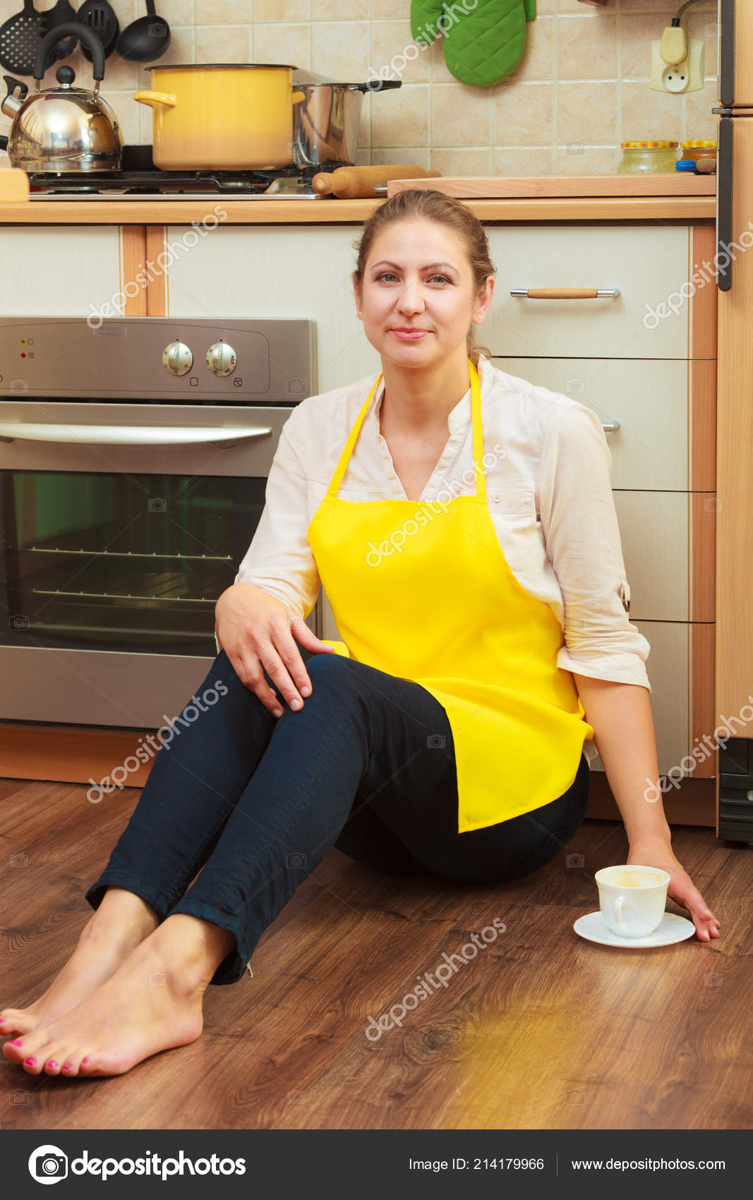 The a mature housewife