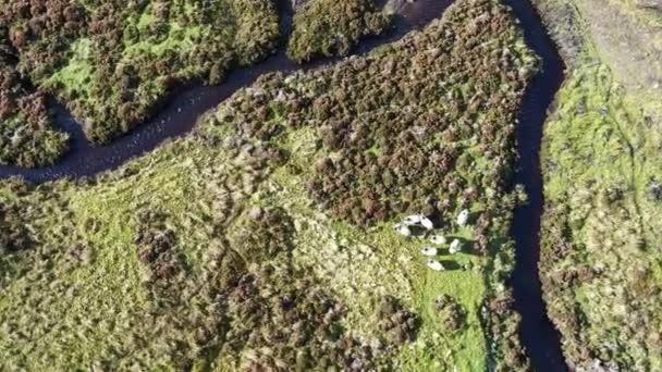 Létání nad krásné klikaté řeky Rha mezi Staffin a Uig na ostrově Skye, Skotsko - Velká Británie