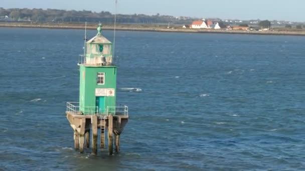 Grüne Boje Turm Leuchtturm im Hafen von Dublin