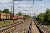 Železniční trať s vozy parkování na kolejiště