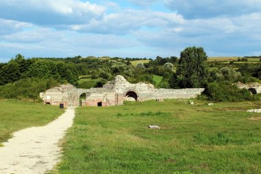 Felix Romuliana roman empire palace ruins surrounded by grass (Gamzigrad - Serbia)