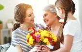 Muttertag! drei Generationen von Familienmutter, Großmutter und