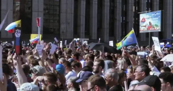Protesters chant the Lustration