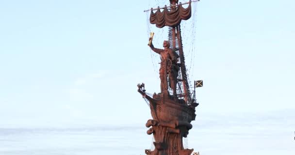 Pomník Petra první emisí vydanou Zurab Cereteli