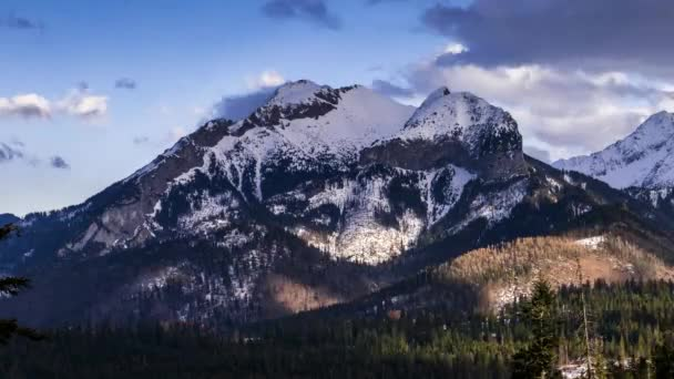 Pohled směrem k vrcholu Havran v Tatrách na Slovensku - Časosběrná videa 30 snímků / s