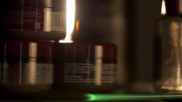 Csoport kozmetikai palackok sötét háttér. Keret. Érdekel a leégés és a sötét spots.spf. koncepció: pipere termékeket. Kozmetikai Spa branding modellezése, elölnézet, fekete háttér
