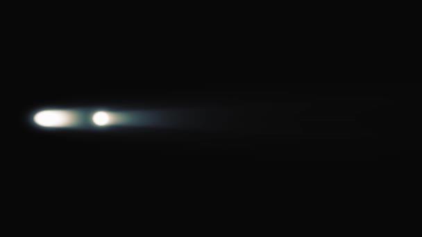 Animace z auta světlometů na černém pozadí. Svítící světlomety automobilů kontrastuje s černým pozadím. Koncept vozu prezentace. Jedoucího auta se světly v noci. Stylový a abstraktní